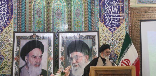 امام جمعه باید در برابر تمام جناح های سیاسی داخل نظام نقش پدری ایفا نماید